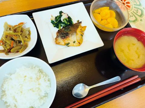 高槻市の有料老親ホームココリ 昼食例03